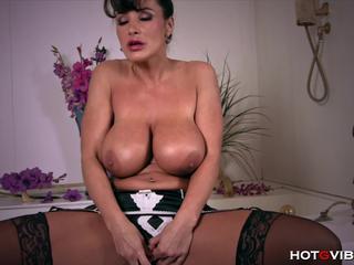 Retired MILF Lisa Ann Orgasms in Bathtub
