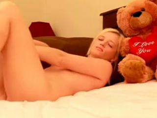 Daisy camgirl masturbation @ beautifuldirtyangels.com