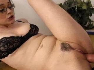 Tessa Lane Stuffs Rod Up Her Snug Vag