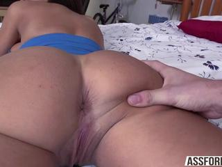Busty sexy brunette Lisa Ann gets to shake her perfect ass and gets fucked doggystyle